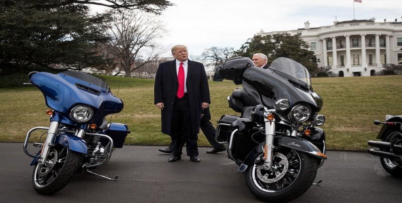 Trump amenaza a la UE tras caer los beneficios de Harley Davidson