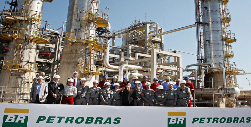 Petrobras sube el precio de la gasolina tras desencuentro con Bolsonaro