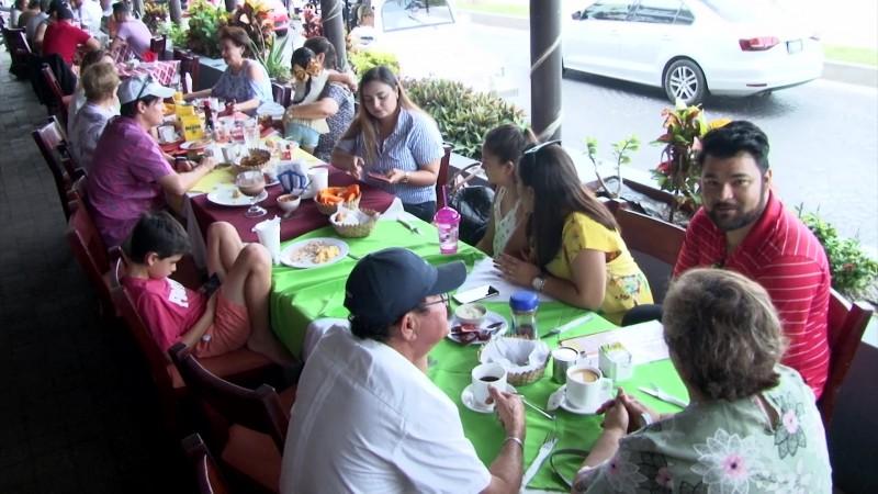 Reciben la Pascua en 'bonanza' en Olas Altas y Centro Histórico