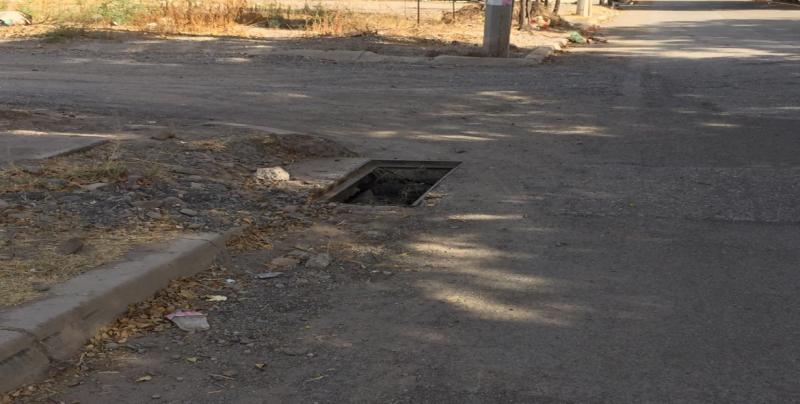 Registros sin tapaderas en Fraccionamiento San Benito