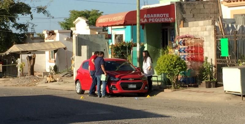 Reportan vehículo con impactos de bala en Villa Bonita