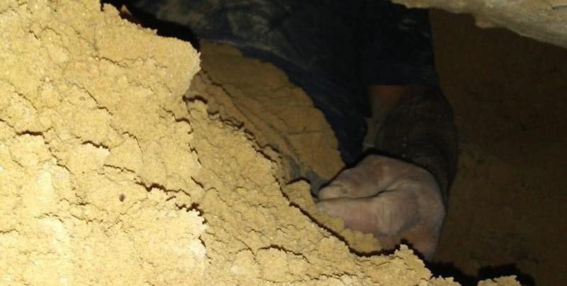 Hombre cava túnel para espiar a expareja y queda atrapado