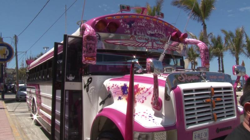 Peculiar camión del Guapo Rosas se encuentra en Mazatlán