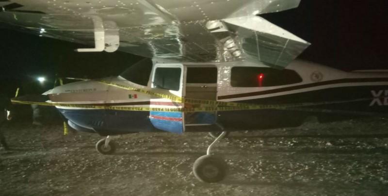 Aseguran avioneta y sustancias nocivas en Navolato