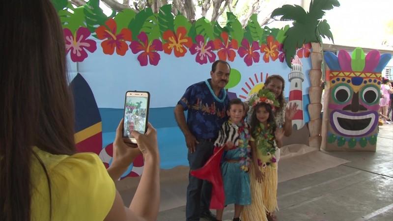 Arman su 'Luau' en Mazatlán y celebran a los niños a lo 'Hawaiiano'
