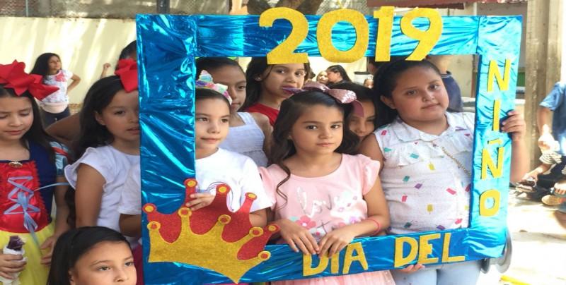 Festejan los niños y niñas su día