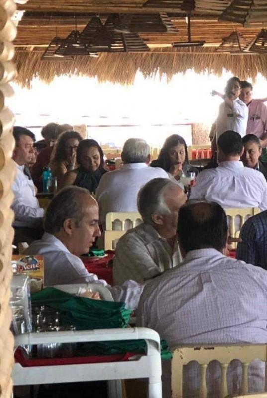 Calderón recorre Mazatlán, es invitado por médicos