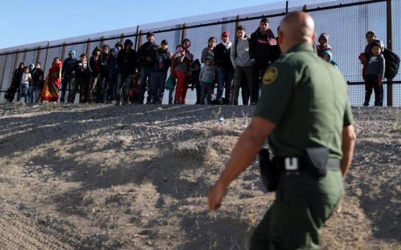 Arrestan a más de 600 migrantes centroamericanos en frontera de EU