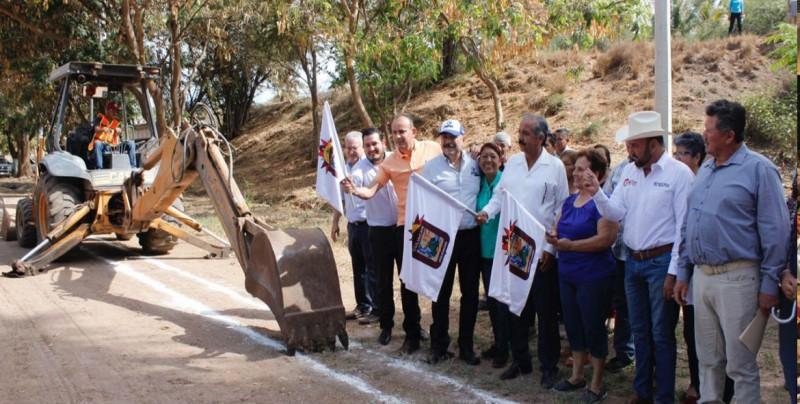 Comienzan trabajos de construcción del sistema de agua potable en El Salado