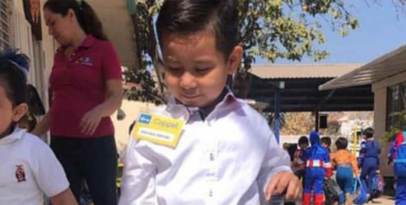 Niño se disfraza de gerente de conocida tienda y recibe un gran regalo