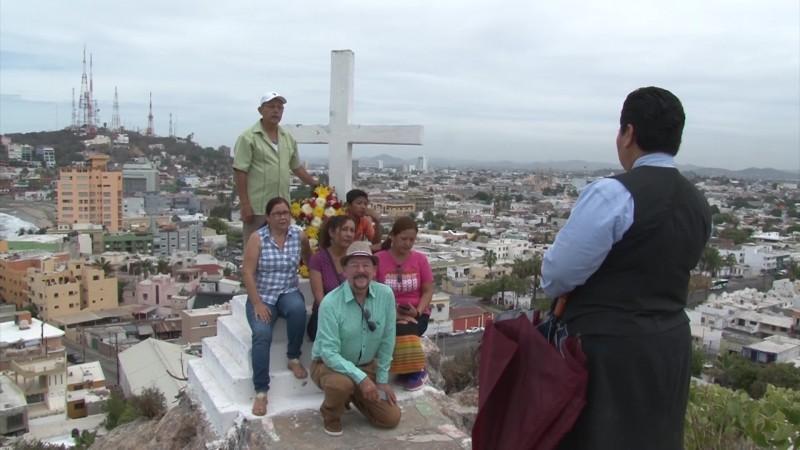 Mantienen viva tradición milenaria en el Cerro de la Cruz