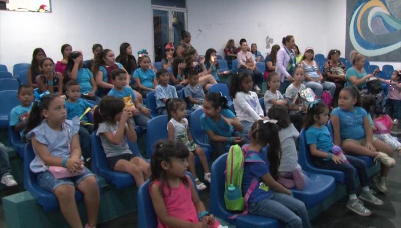 Disfrutan niñas y niños de los CIDS del DIF, el Acuario Mazatlán