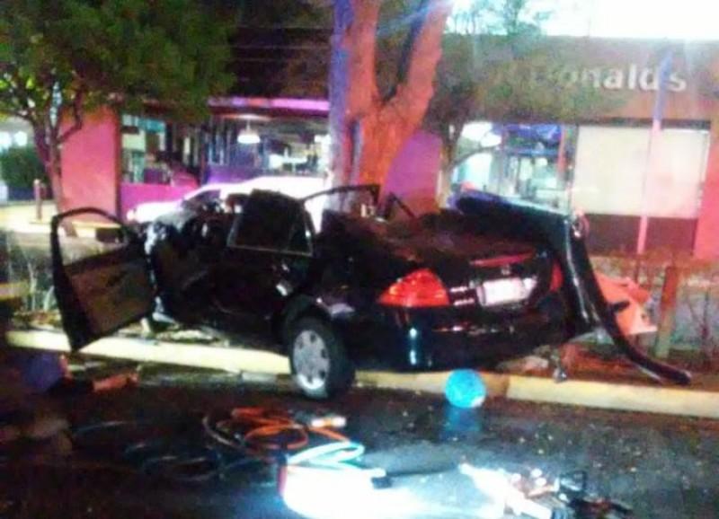 Accidente automovilístico deja a una mujer muerta