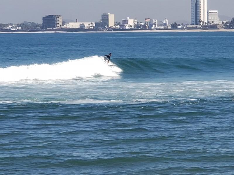 Mazatlán con buen clima y oleaje para la práctica del surf