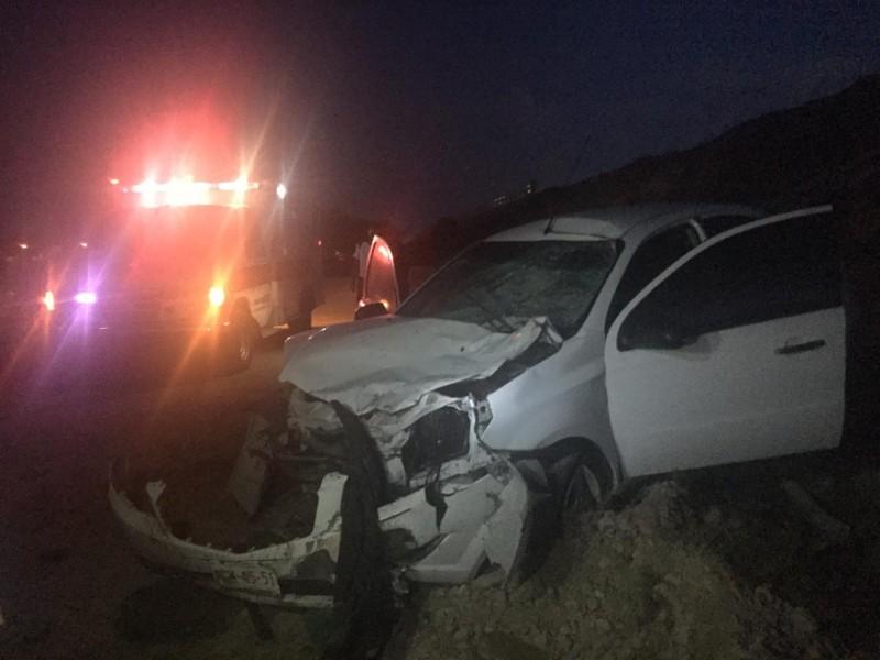 Fuerte choque en Villa Unión, Automóvil impacta a un Caballo
