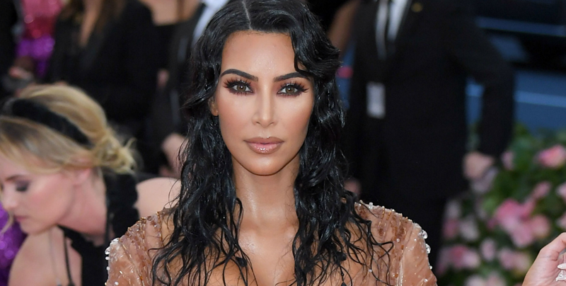 Entrenadora de Kim Kardashian la defiende y dice que su cuerpo no está operado