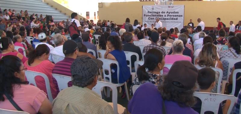 Entrega Sistema DIF Mazatlán apoyos económicos y funcionales