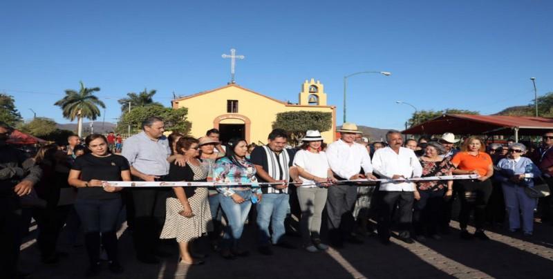Inaugura Quirino Ordaz  obra de adoquinamiento del Circuito de Las Procesiones
