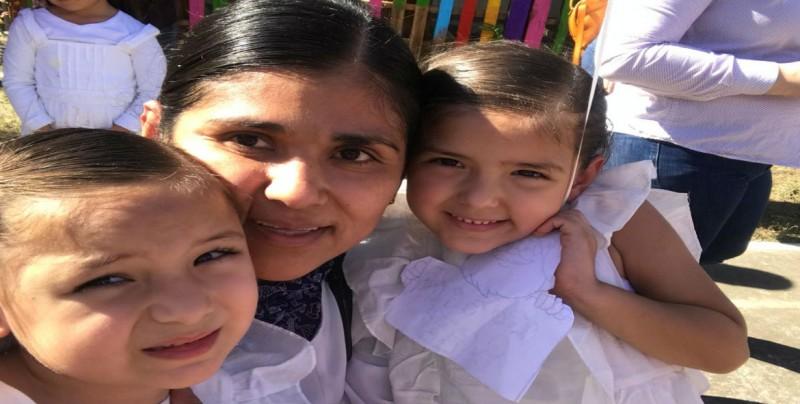 Elva comparte ser madre con su vocación médica