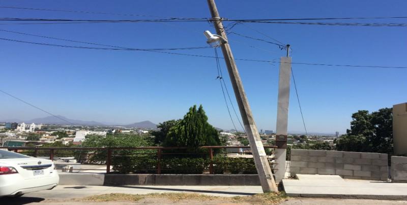 Poste ladeado en el Nuevo Culiacán