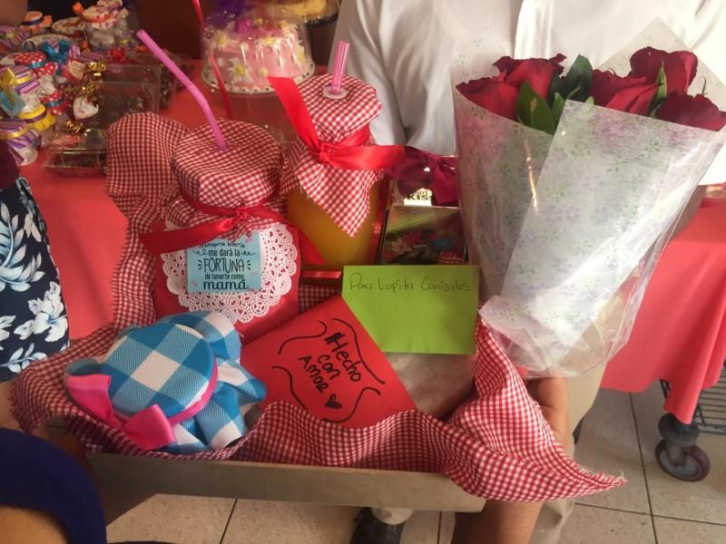 ¡Detalles especiales, regalos y flores a las mamás en su día!