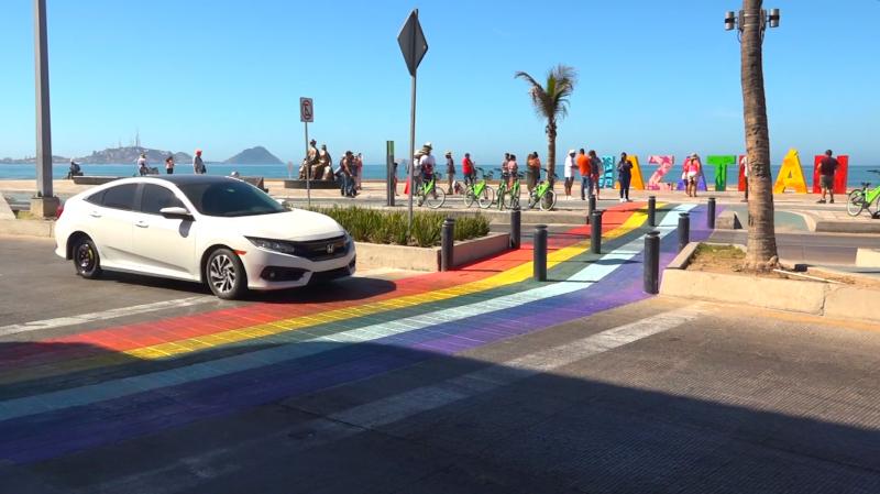 Hacen de Mazatlán, ciudad incluyente con colores representativos de comunidad LGBT
