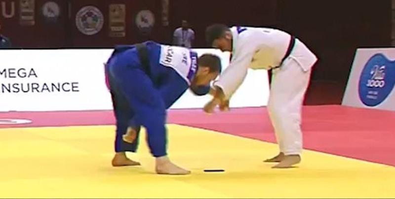 Atleta de Judo fue descalificado luego de que su celular se cayera en pleno combate
