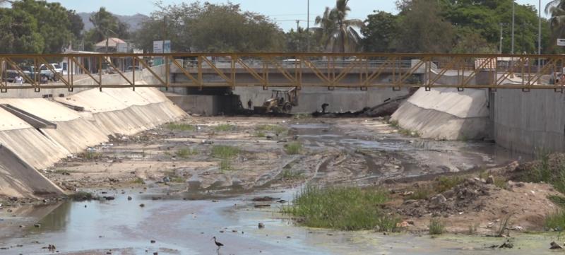 Inician labores de limpieza en canales, previo a temporada de huracanes