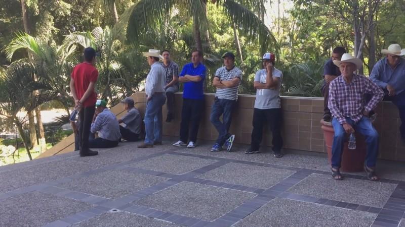 Tintes político-electorales detrás de la manifestación de productores en Palacio de Gobierno
