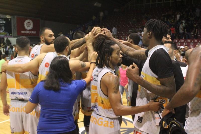 Caballeros gana el primero a Halcones 102-95 en basquetbol CIBACOPA
