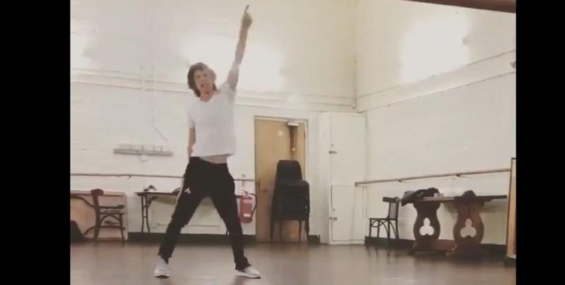 A un mes de su cirugía, Mick Jagger sorprende con video bailando