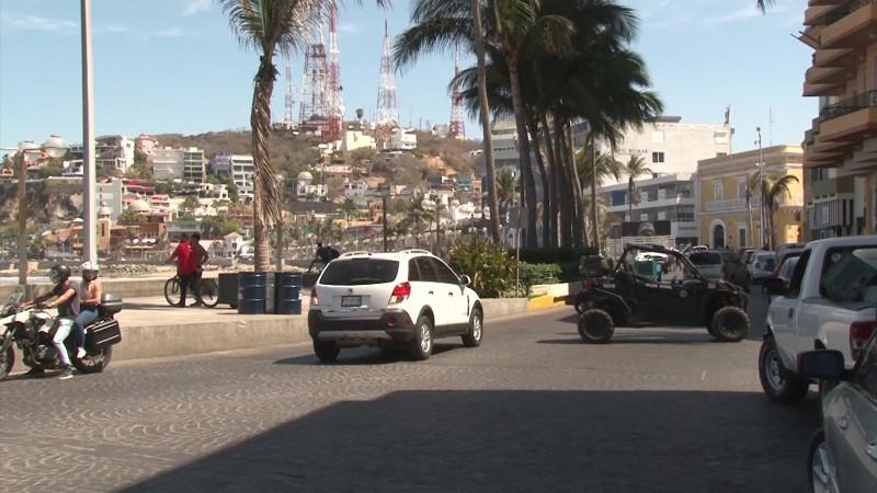 Cierran la avenida en Olas Altas por montaje para pasarela
