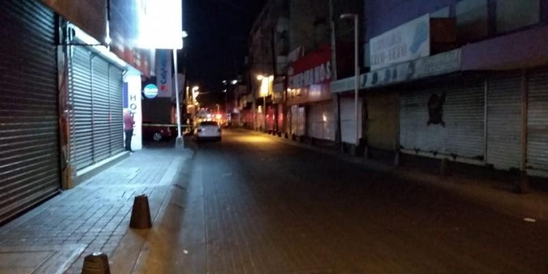 Dos taxistas son agredidos a balazos, uno muere
