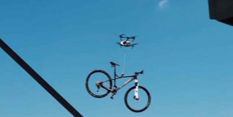 Ladrones utilizan un dron para robarse una bicicleta