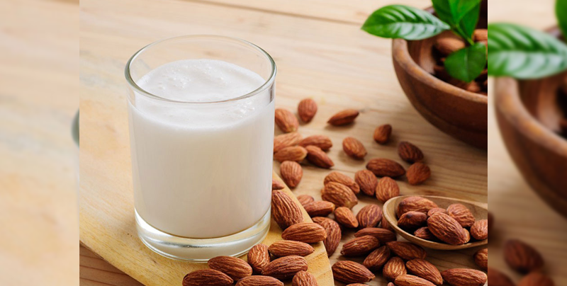 """Profeco declara que la """"leche vegetal"""" contiene más agua y es más costosa"""
