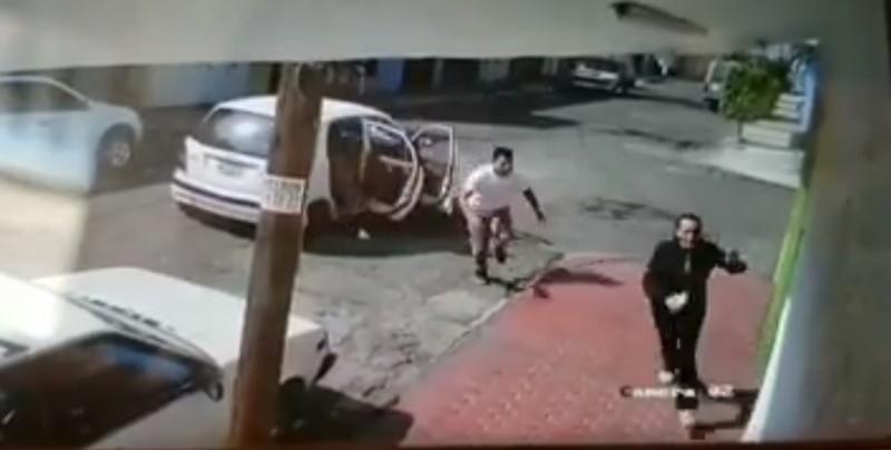 VIDEO: Captan el momento a una mujer que logra escapar tras presunto intento de secuestro