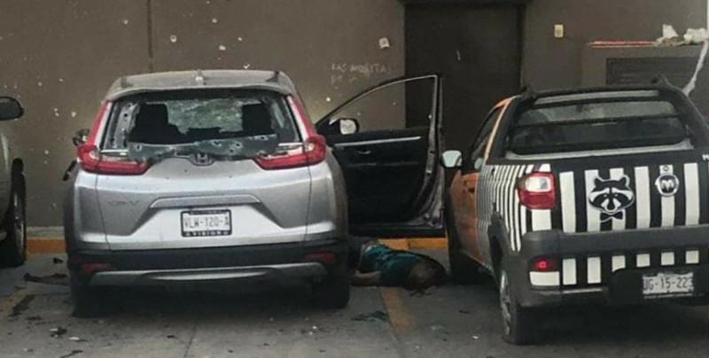 Asesinan a dos personas en estacionamiento de una farmacia en el Tres Ríos
