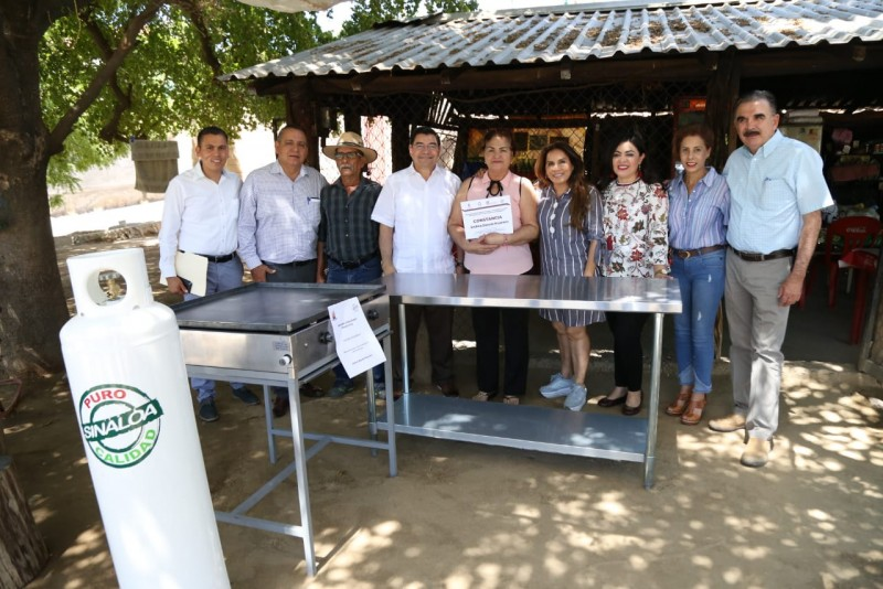 Se entrega equipo para negocios en Badiraguato