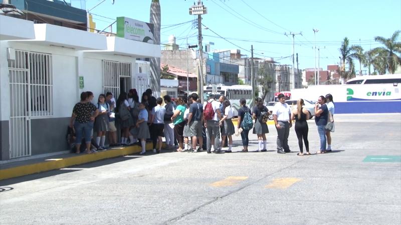 """TELECOMM paga becas """"Benito Juárez"""" a estudiantes de preparatoria"""