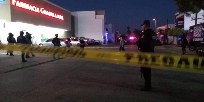 #Video Captan la ráfaga de balas que mataron a dos personas en farmacia de Culiacán