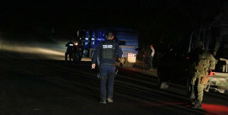 Elementos del 94 Batallón de Infantería y Policía Estatal Preventiva, detienen a una persona y aseguran precursores químicos
