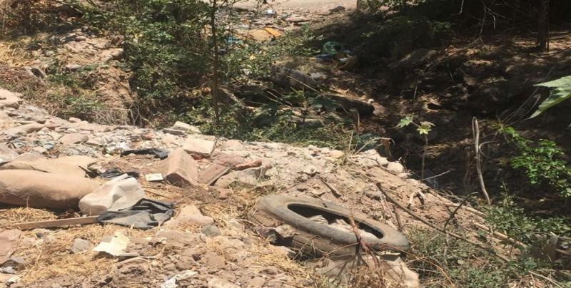Angosto arroyo sigue en malas condiciones