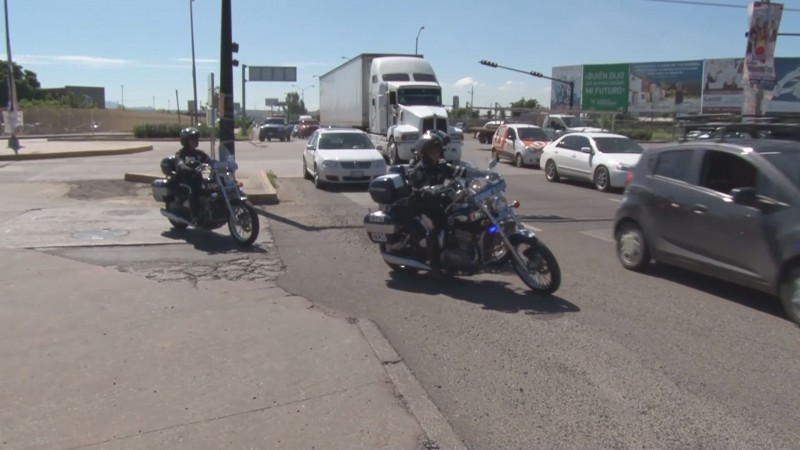 Multa a quien viaje con más de 2 personas en moto
