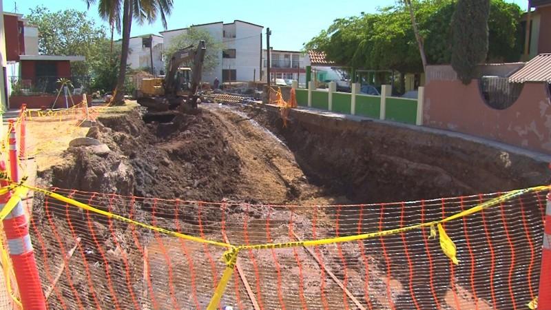Inconformes vecinos de Infornavit Humaya con las obras de rehabilitación de canal