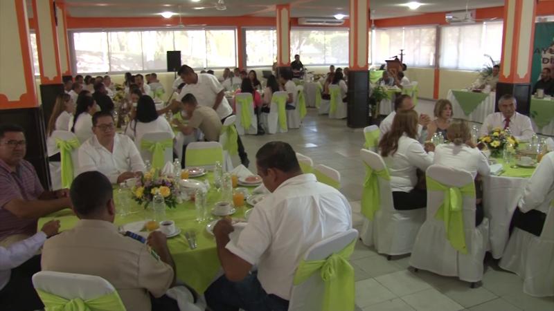 Tercera región militar celebran a los docentes en un desayuno