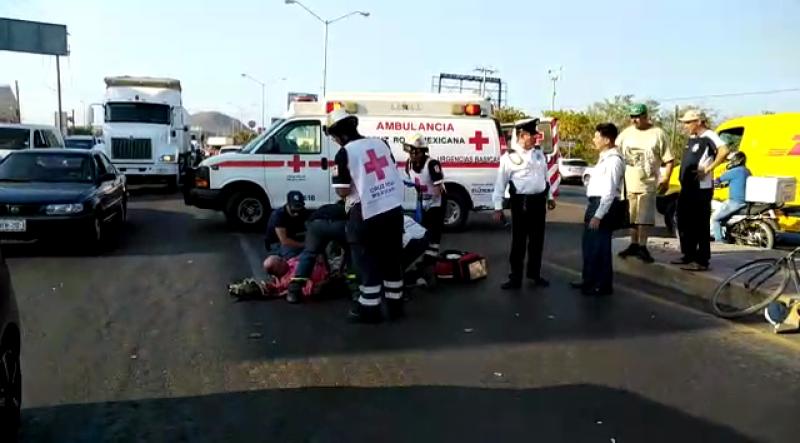 Automóvil atropella a ciclista