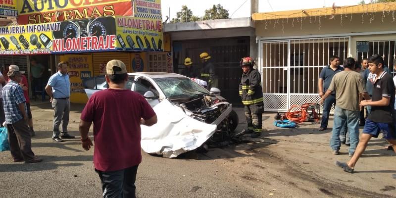 Accidente en Infonavit Humaya, cuatro heridos