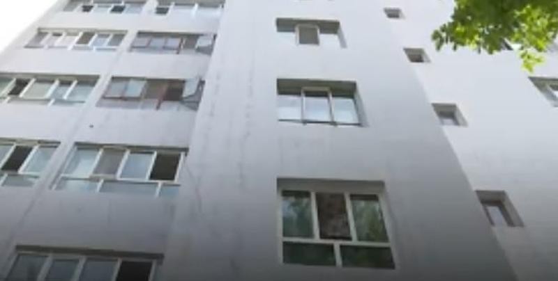 Hombre termina noqueado al salvar a bebé que cayó de un quinto piso