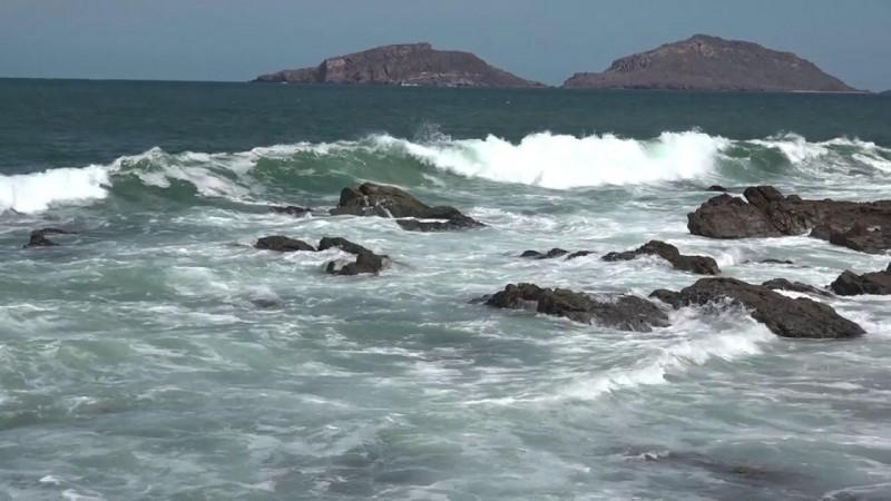 Cerradas Marinas de Mazatlán por intenso oleaje: Capitanía