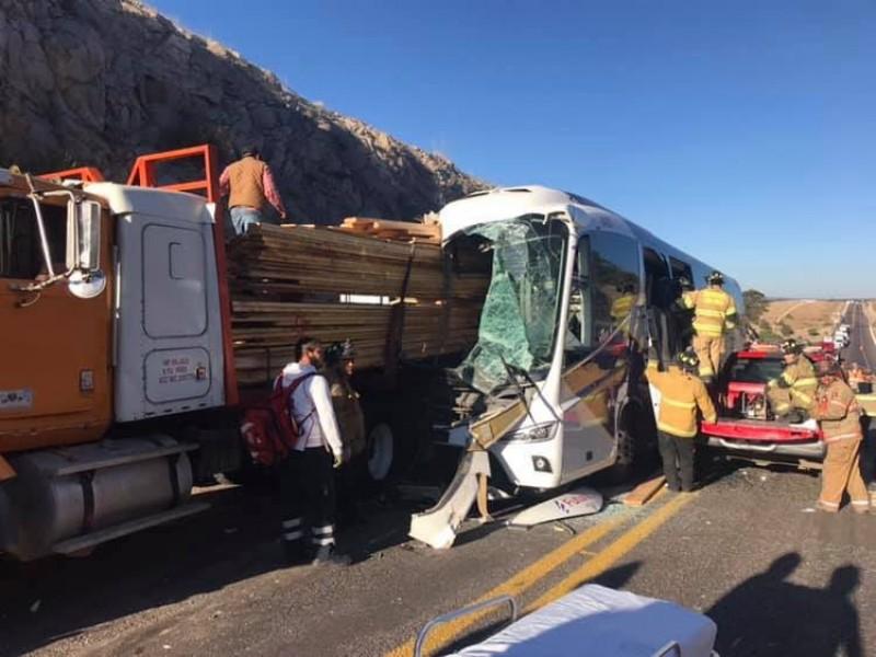 Seis muertos deja choque en la Autopista Mazatlán-Durango